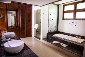 Deluxe Beachfront Room (68 m2)